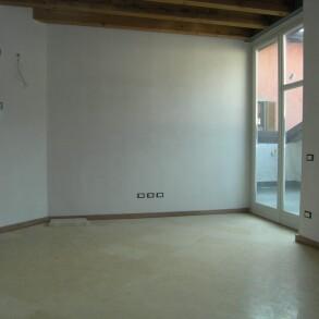Vendesi appartamento con terrazza – Gandino (Bergamo)