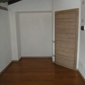 Appartamento in vendita a Gandino – Trilocale con travi a vista